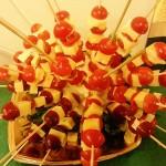 Brochetas de mozzarella y tomate cherry