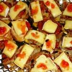Tostada de lomo con queso camenbert y reducción de frambuesa