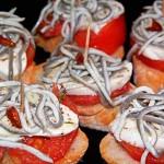 Tapa de pulpo, pimientos rojos y gulas con un toque de cayena